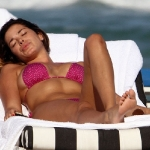 candid-pictures-of-aida-yespica-wearing-a-pink-bikini-9