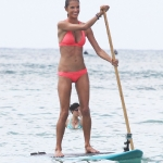 alessandra_ambrosio_paddleboarding_during_a_vs_photo_shootin_honolulu_hi_october_12_2011_004-805x1024