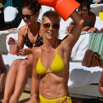 jennie_garth_bikini_2