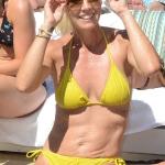 jennie_garth_bikini_3