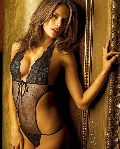 Sexy Alessandra Ambrosio Picture